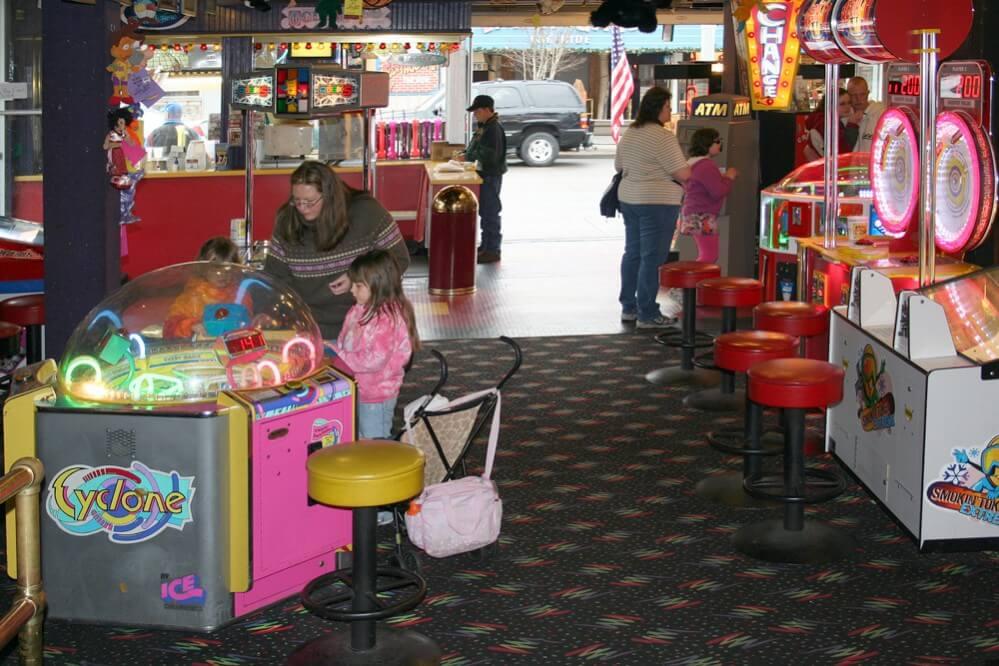 Fannie Farkle's Arcade Inside