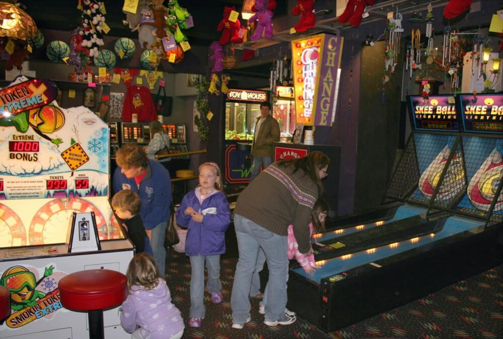 Fannie Farkle's Arcade Interior and People