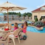 Music Road Resort Inn Poolside Service