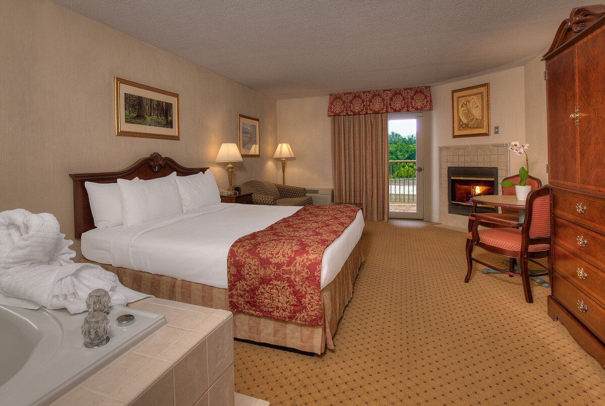 Music Road Resort Inn View of King Suite with Fireplace Jacuzzi