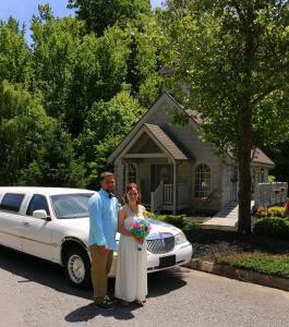 Wedding-Bell-Chapel-Couple-Limo