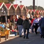 Great-Smokies-Flea-Market-Crowd-outside