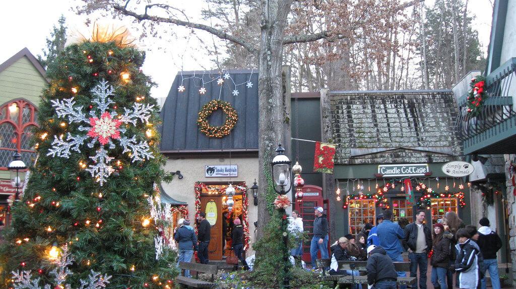 Gatlinburg Christmas Parade.2018 Holiday Activities In Gatlinburg Mobilebrochure