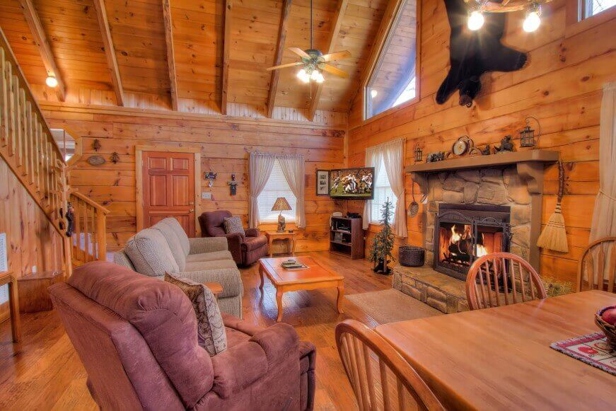 Beautiful living room in Auntie Belhams Cabin
