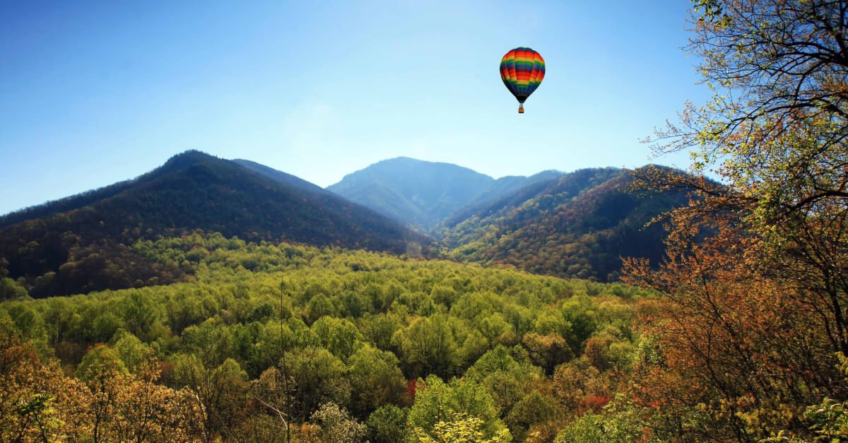 hot air balloon in the smoky mountains