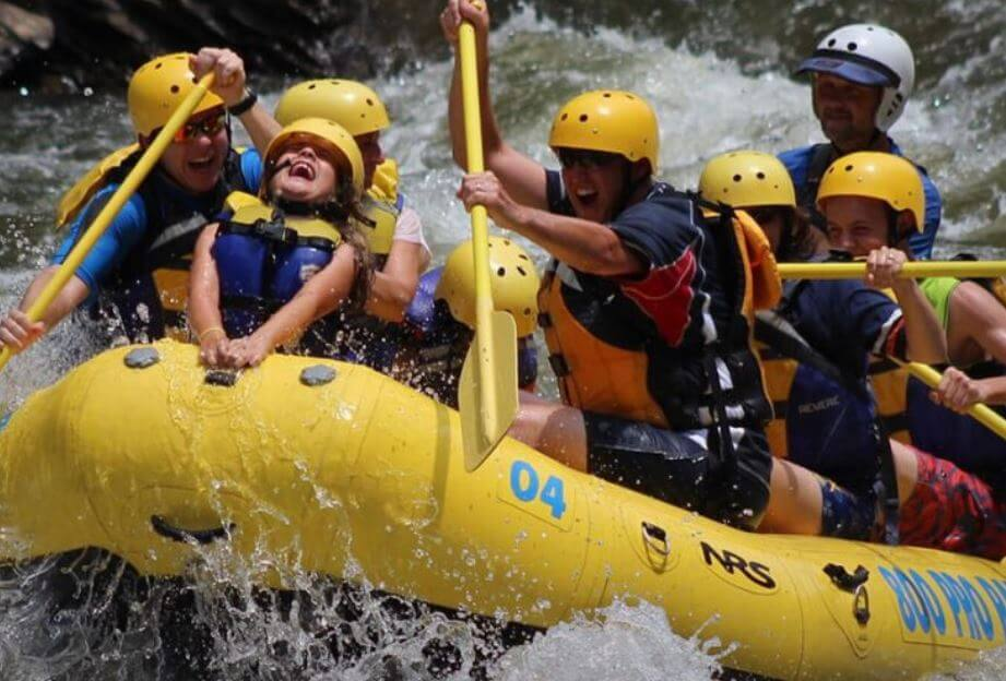 whitewater rafting at rafting in the smokies