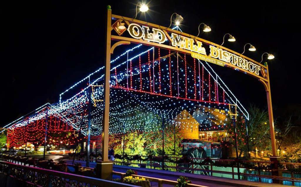 Winterfest Tour of Lights - holidays in the smokies