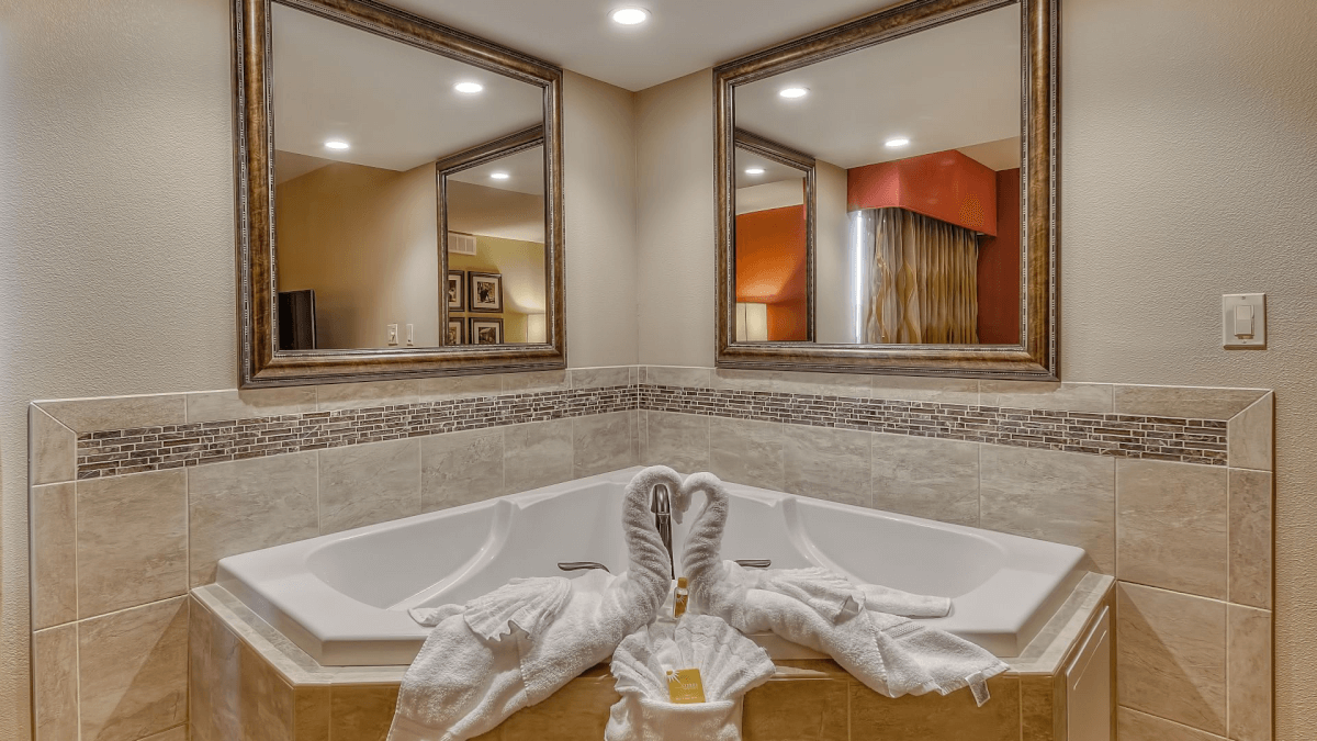 jacuzzi tub at LaQuinta Inn and Suites - Pigeon Forge, TN