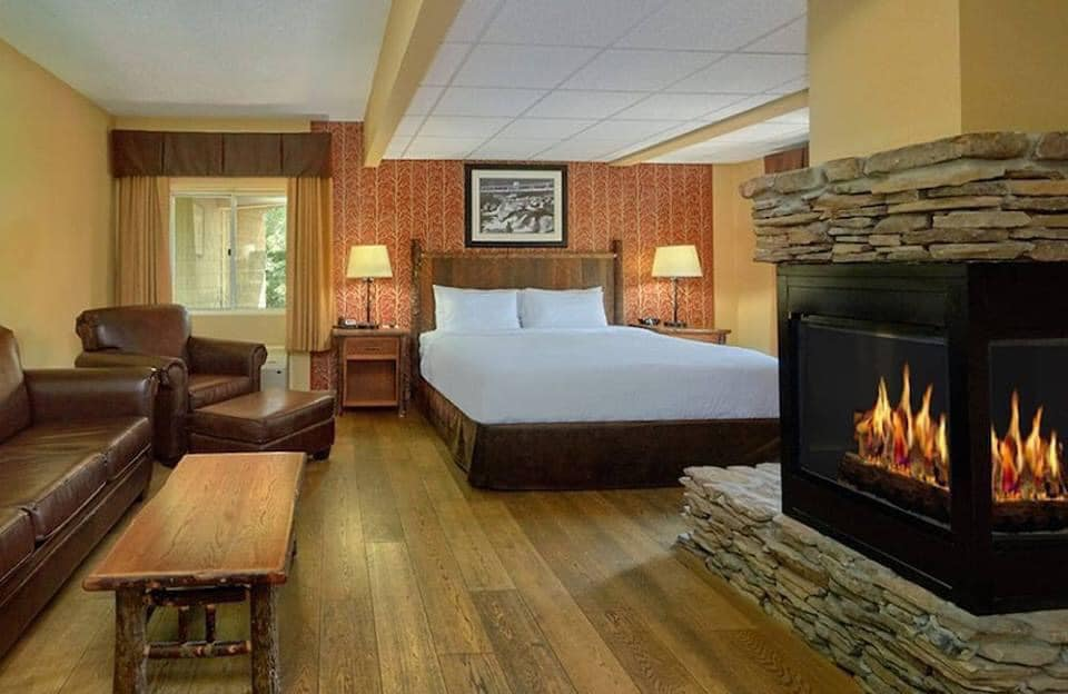 room with fireplace - Old Creek Lodge