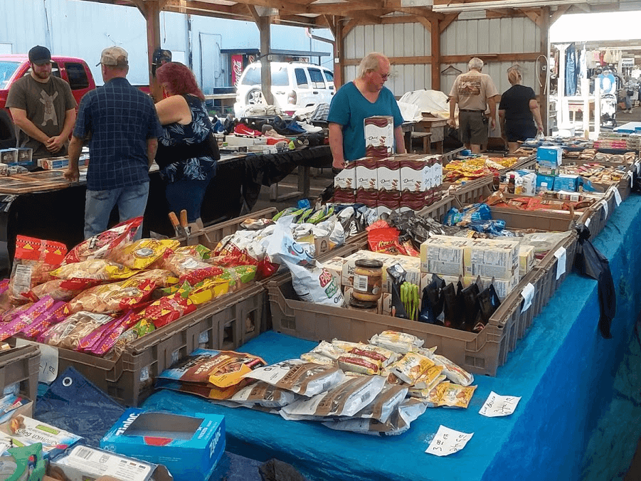 vendors at the Great Smokies Flea Market